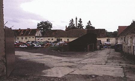 Hospodářský dvůr Plavnice u Kamenného Újezda, kde působil jeho otec (viz i Gottfried Uhlig), ...