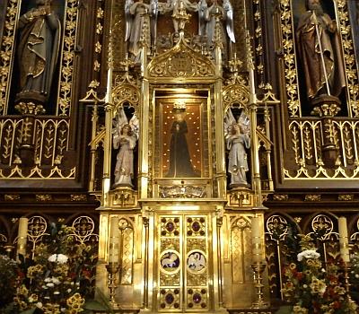 Obraz Panny Marie Budějovické ve středu oltáře kostela Obětování Panny Marie (viz i Franz Xaver Franz a Joseph Watzl)