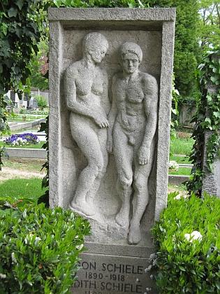 """Hrob Egona a Edith Schieleových na """"horním svatovítském"""" hřbitově ve Vídni, kde je pochován i Otto Stoessl"""