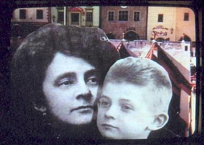 Fotomontáž podobenky matčiny a jeho samého jako dítěte od Bernadette Huberové