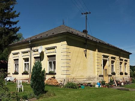 Škola v Dolních Chrášťanech