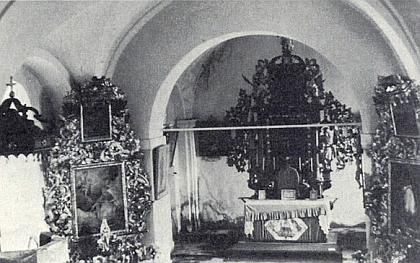 Takto vyhlížel vnitřek kostela ještě v roce 1966...