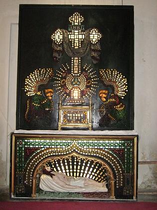 ... unikátní Boží hrob sem byl údajně přenesen zkostela v Dolní Vltavici