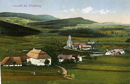 Rodná Přední Výtoň na kolorované pohlednici českobudějovické firmy M.Nissl & syn - budova vepředu vlevo je škola