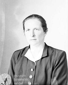 Na snímku z fotoateliéru Seidel s datem 18. července 1944