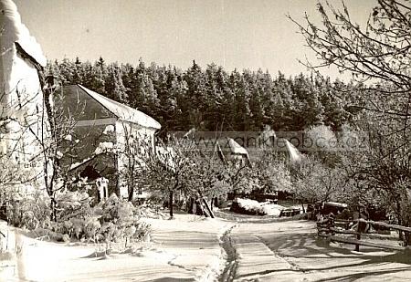 Perlovice už opuštěné pod sněhem