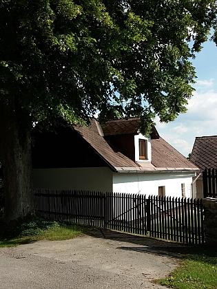 Dům čp. 23 v Perlovicích na snímcích z roku 2018