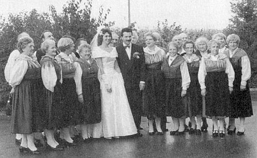 Svatbu jeho dcery Elke, provd. Hubertyové, provázel i ženský pěvecký sbor v šumavských krojích