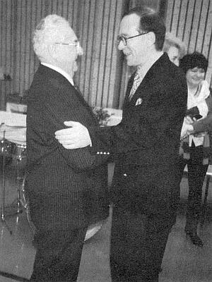 K šedesátinám mu v lednu 1993 blahopřeje spolkový ministr pro vědecký výzkum Matthias Wissmann