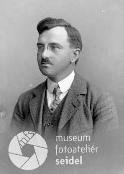 Na snímku z fotoateliéru Seidel, datovaném 19. 5. 1921