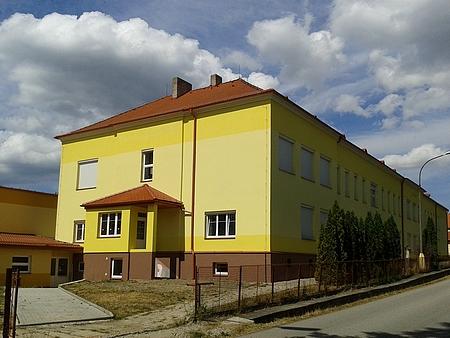 Chvalšinská škola dnes (2015, viz i Sepp Matejka)