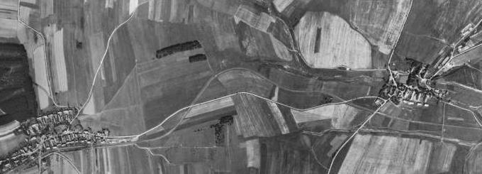 Třemešné na Šumavě (vlevo) a jeho farní obec Dubec na leteckých snímcích z let 1949/1958 a 2011
