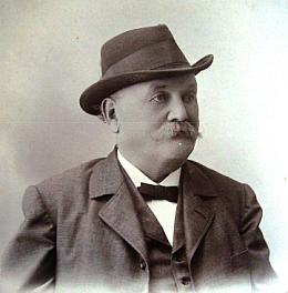 Na snímku z roku 1903