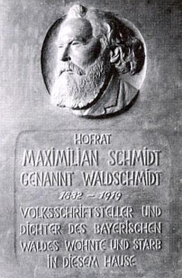 Pamětní deska na domě v bavorském Mnivhově, kde skonal