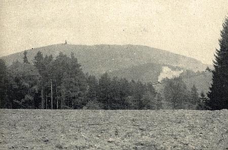 Takto zašlo Červené Dřevo - podle snímku, pořízeného přes hranici někdy v roce 1953