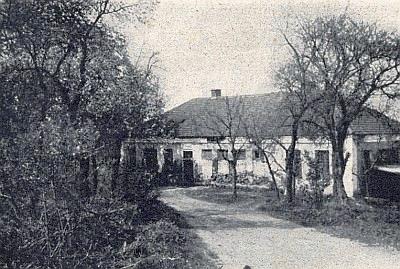 Škola v Červeném Dřevě