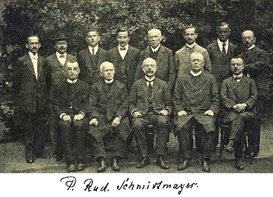 Jako učitel německého gymnázia v Českých Budějovicích roku 1920 (stojící čtvrtý zprava; druhý zleva stojí Alfred Krogner, třetí zleva stojí Otto Wilder, sedící první zleva Valentin Schmidt, sedící uprostřed Johann Endt, stojící první zprava Friedrich Blumentritt, stojící druhý zprava Fritz Mink, třetí zprava Josef Wojta)
