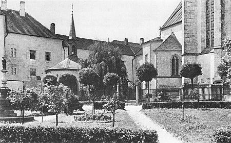 Někdejší vzhled vyšebrodského klášterního hřbitova za branou skaplí