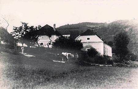 Dva jiné vzácné snímky dvora Vlaštovičník