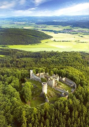 Hrad Helfenburk, k němuž v letech 1531-1602 náležel dvůr Vlaštovičník jako majetek rožmberského kancléře a rytířů zHelfenburku
