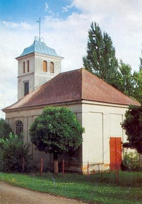 Návesní kaple z roku 1933 v Darmyšli, barokní farní kostel sv. Mikuláše byl v Prostiboři