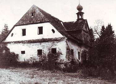 """Snímky zachycují """"Kamenný dům"""" v někdejším Schlösselwaldu, známý z díla Karla Klostermanna, než byl zbořen"""