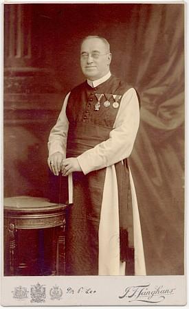 Na snímku z roku 1910