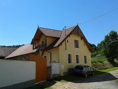 Rodný statek čp. 21 v Horních Chrášťanech na snímcích z roku 2014