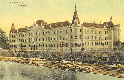 Vory na Malši před Justičním palácem na staré pohlednici...