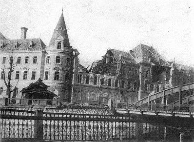 ... a táž budova po spojeneckém náletu v březnu 1945