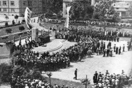 Odhalení Gerstnerova památníku v roce 1932...