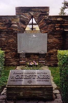 Gerstnerův čestný hrob v Chomutově (zmeřel a byl pochován v Mladějově u Jičína, roku 1931 byla na žádost města Chomutova část jeho tělesných pozůstatků exhumována a uložena v rodném městě)