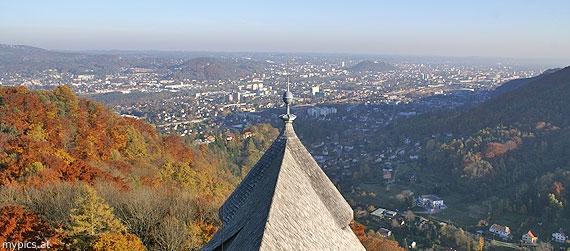 Pohled z hradu Göstling na stejnojmenné předměstí a Štýrský Hradec - tady jeho stopy končí