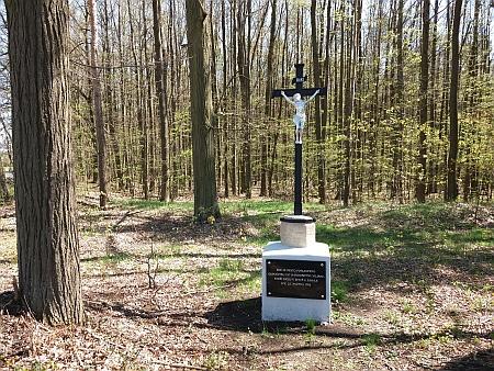 Pietně obnovené místo, kde byli pochování rakouští vojáci, kteří padli v bitvě u Zahájí, na snímku z roku 2021