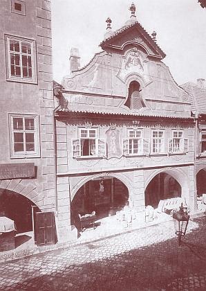 Jeho dům čp. 17 v Krajinské ulici, přestavěný koncem 19. století a roku 1909 zbořený