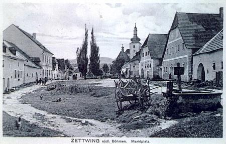 """Jiná pohlednice s náměstím """"Cetvin v Čechách"""""""