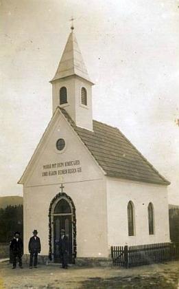 Kaple v Janově Vsi roku 1933, čerstvě po své dostavbě