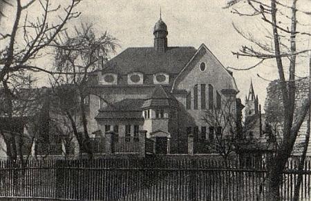 Synagoga, která byla v Tachově následně postavena, na snímku z knihy Hugo Golda...