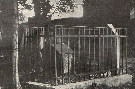 Někdejší hrob rabína Nachuma Sofera, ...