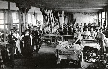 Interiér schönbauerovské dílny na obrazové rámy v Domoradicích čp. 11