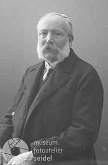 """Ludwig Schönbauer """"starší"""" na snímku z fotoateliéru Seidel, datovaném 15. prosince 1904"""