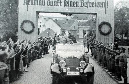 """""""Krumlov děkuje svým osvoboditelům"""" - Adolf Hitler v Českém Krumlově 20.října 1938"""