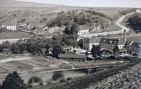 Továrna v Domoradicích