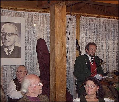 """Při projevu k udělování ceny """"Baumsteftenlenz-Preis"""", pojmenované tak po Paulu Friedlovi, v roce 2002 (viz i Willi Steger)"""