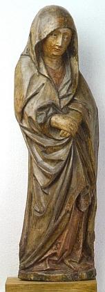 Bolestná Panna Maria pod křížem z Horního Dvořiště ve sbírkách Alšovy jihočeské galerie pochází z let 1450-1460 a byla součástí nedochovaného sousoší Ukřižování