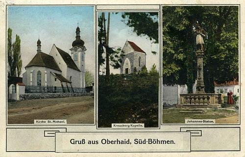 Pohlednice Horního Dvořiště z roku 1929 ze stejného fotoateliéru zachycuje uprostřed i kapli na Křížovém vrchu poblíž