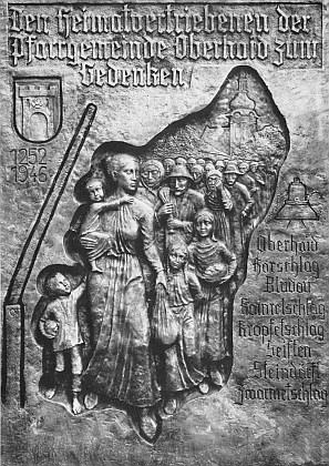 Pamětní deska vyhnancům z Horního Dvořiště a okolí byla vysvěcena roku 1983 v hornorakouské obci Reichenthal na druhé straně hranic