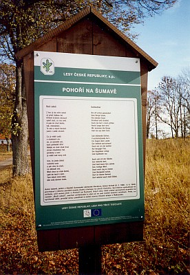 Báseň Antona Schotta umístěná na jednom ze zastavení naučné stezky v Pohoří na Šumavě je otištěna zinternetových stránek Kohoutího kříže i v českém překladu