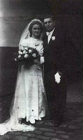Svatební fotografie z dubna roku 1949