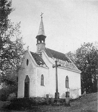 """Kaple sv. Anny v Lipce, jeho poslední školní """"štaci"""", na snímku z roku 1994"""